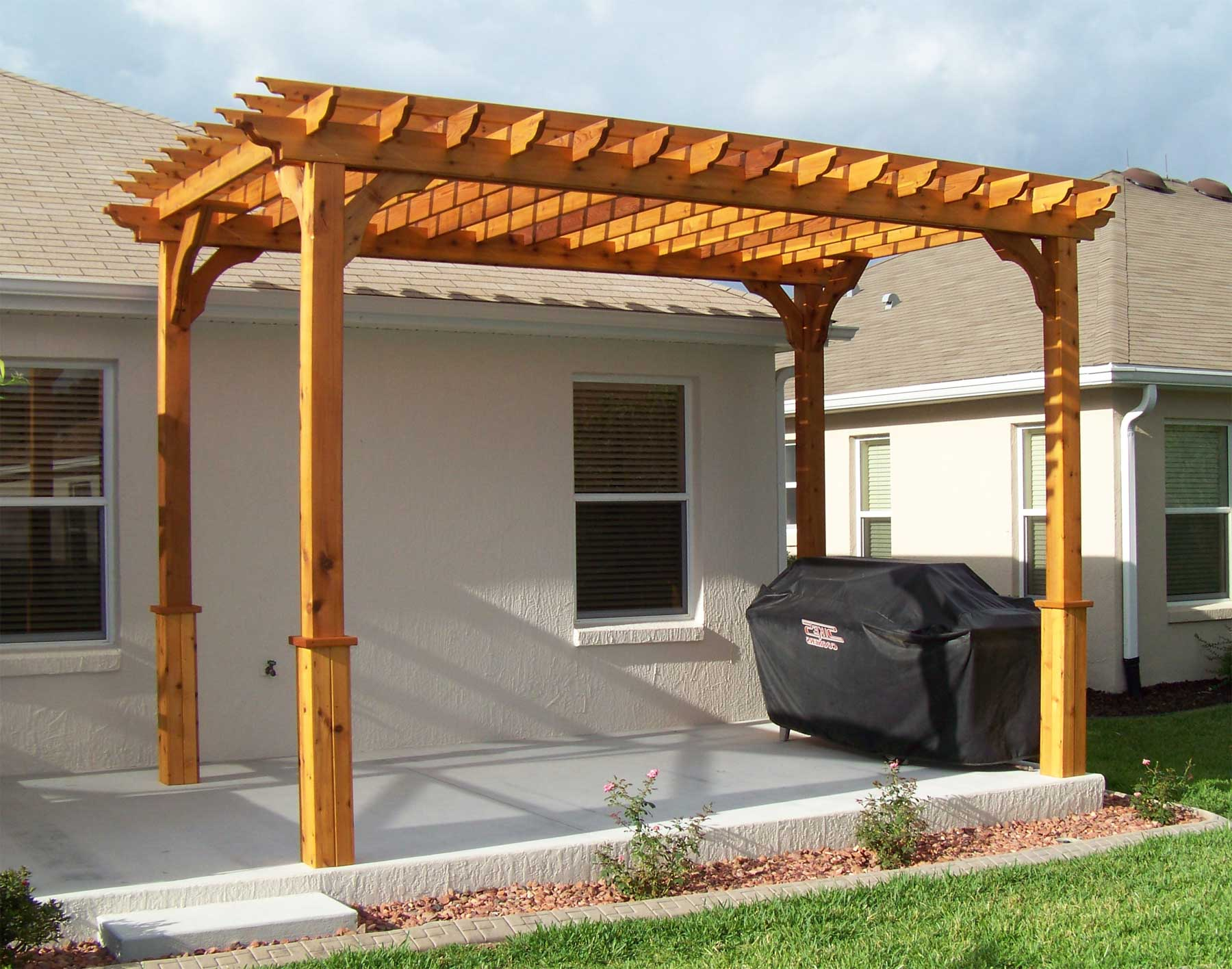 Red cedar vintage classic pergolas pergolas by material for Photos de pergolas